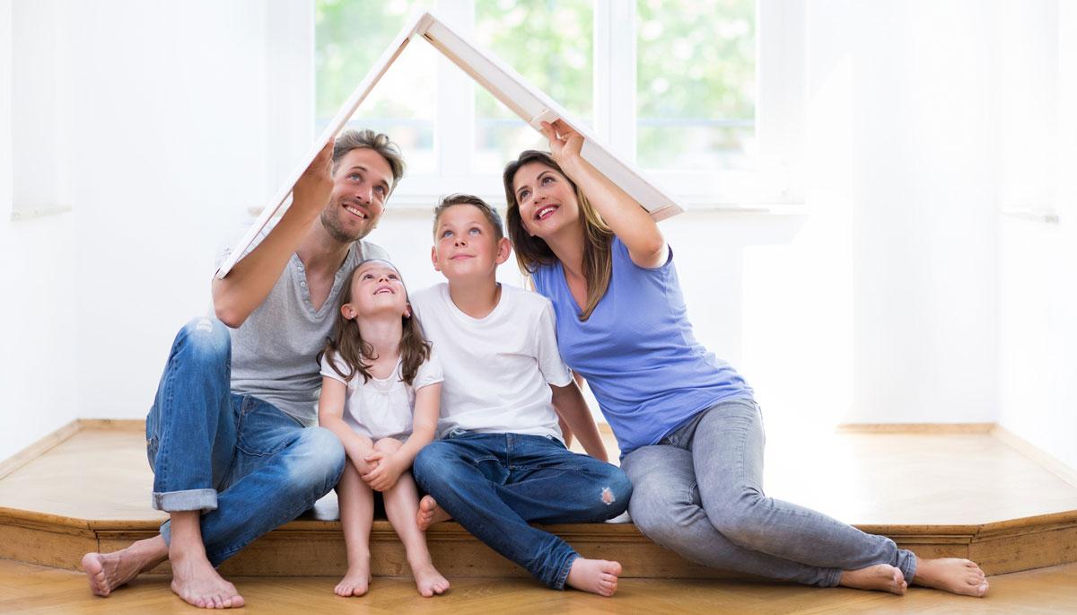 Familie in ihrem neuen Zuhause